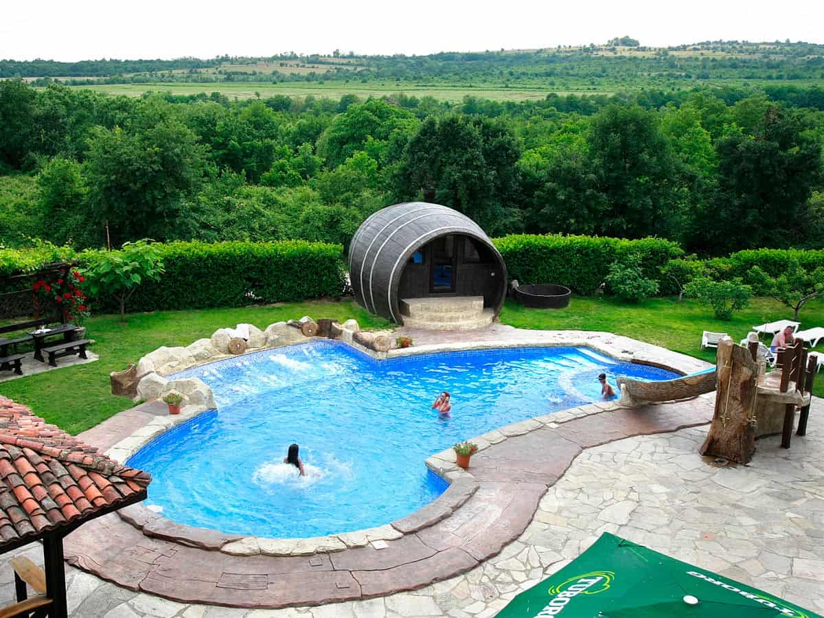 Outdoor swimming pool and beautiful nature in Starosel