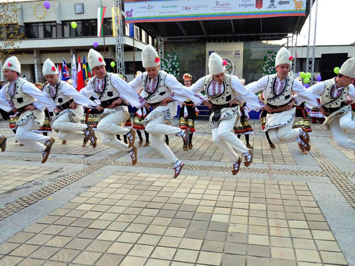 Traditional Bulgarian folk dance during the Plum Festival in Troyan and Oreshak